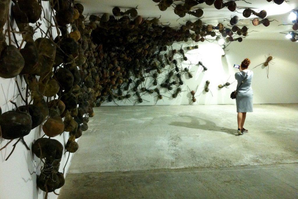 Kunstenfestival Watou, 2016 Rafaël Gomezbarros, casa Tomada Art Handling, Op- en afbouw, en wandenbouw door Helix bvba.
