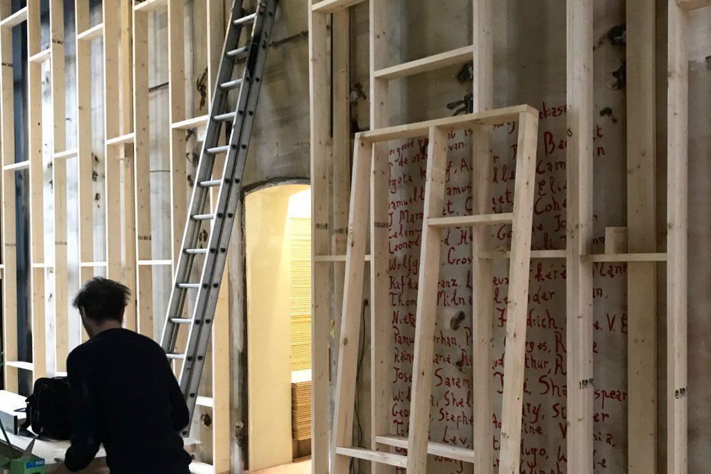 TRIENNALE BRUGGE, Liquid City Poortersloge tentoonstelling Art Handling, wandenbouw, interieur en opbouw tentoonstelling door Helix bvba